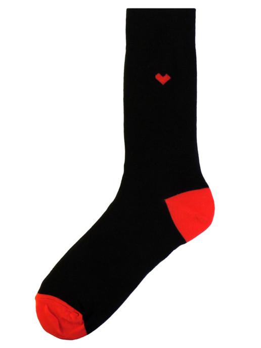 Носки черные с сердцем